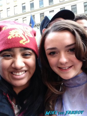 Maisie Williams signing autographs at Game of Thrones the Exhibition in new york city rare promo hot rare