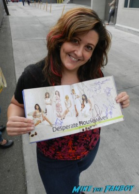 suddenly susan posing with her signed desperate housewives photo Nikolaj Coster-Waldau hot signing autographs dana delany sexy ga 007