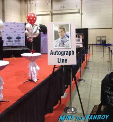 peter facinelli signing autographs for fans at the Nevada Women's Expo for charity