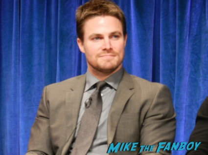 sexy stephen amell hot rare arrow paleyfest q and a rare signing autographs for fans rare arrow paleyfest stephen amell signing autographs shirtless poste 036