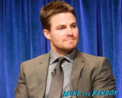 stephen amell sexy stephen amell hot rare arrow paleyfest q and a rare signing autographs for fans rare arrow paleyfest stephen amell signing autographs shirtless poste 036 arrow paleyfest stephen amell signing autographs shirtless poste 085