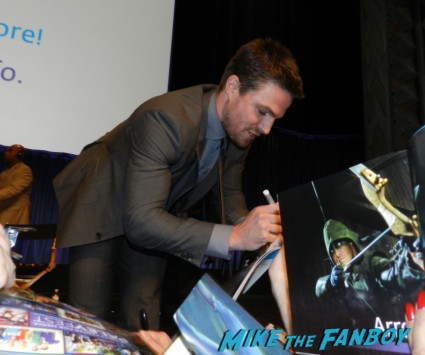 stephen amell signing autographs for fans hot sexy rare promo arrow star naked shirtless rare promo signed autograph shirtless naked arrow mini poster rare promo  paleyfest stephen amell signing autographs shirtless poste 174
