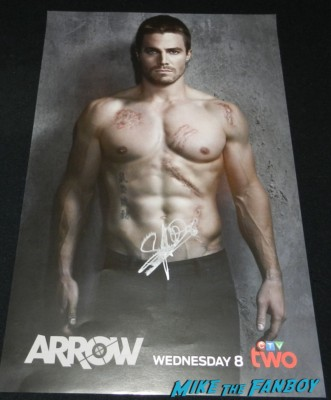 stephen amell signed autograph shirtless naked arrow mini poster rare promo  paleyfest stephen amell signing autographs shirtless poste 174