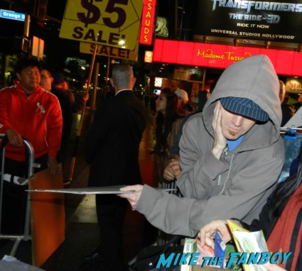 fans getting dissed by hbo at game of thrones world premiere chinese theater in hollywood 036