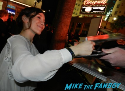 Sibel Kekilli signing autographs at the Game Of Thrones Premiere After Party Cluster! With Lena Headey! Peter Dinklage! Nikolaj Coster-Waldau! Isaac Hempstead Wright! Gwendoline Christie! Charles Dance! Natalie Dormer! George R.R. Martin! Rory McCann! Autographs! Photos! Insanity! game of thrones world premiere chinese theater in hollywood 037