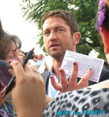 gerard butler signing autographs for fans at the tonight show with jay leno gerard butler shirtless naked full size cardboard cut out hot sexy muscle rare promo