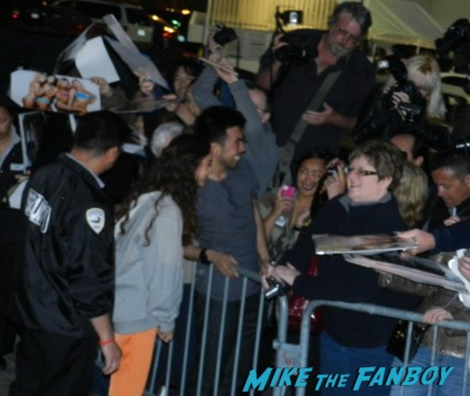 Vanessa Hudgens signing autographs for fans hot sexy 300 star rare 003
