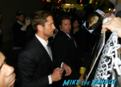 gerard butler signing autographs for fans hot sexy 300 star movie poster promo nor the ugly truth