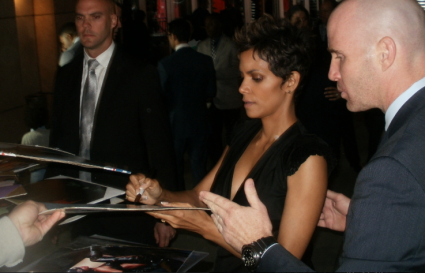 halle berry sexy hot signing autographs for fans halle berry signing autographs for fans hot sexy rare