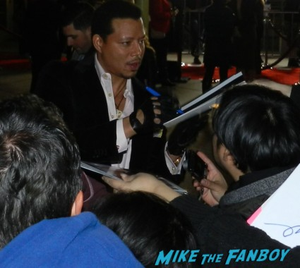 terrence howard signing autographs for fans Meeting The Awesome Colin Farrell At The Dead Man Down Premiere! With Terrence Howard! But Getting Dissed By Noomi Rapace! Autographs! Photos! And More!