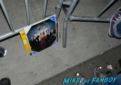 jim parsons signing autographs for fans big bang theory cast photo rare promo