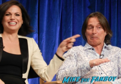 lana parilla robert carlyle  at the once upon a time paleyfest 2013 panel ginnifer goodwin hot 024
