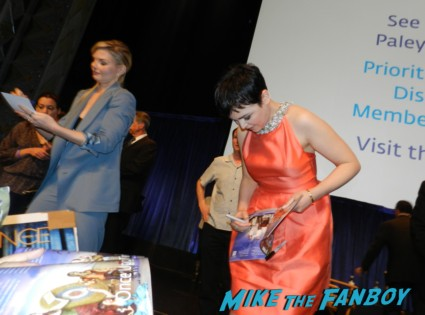 ginnifer goodwin jennifer morrison signing autographs for fans at the once upon a time paleyfest 2013 panel ginnifer goodwin hot 024
