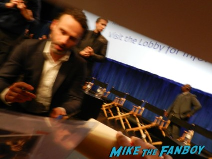 andrew lincoln signing autographs at the walking dead paleyfest 2013 panel signing autographs norman 058