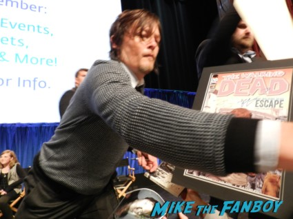 norman reedus signing autographs at the walking dead paleyfest 2013 panel signing autographs norman 058