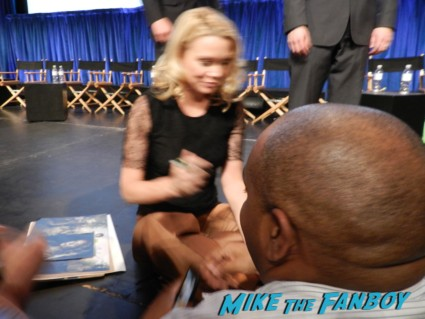laurie holden signing autographs at the walking dead paleyfest 2013 panel signing autographs norman 058