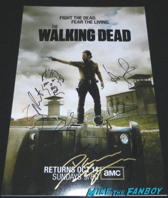 the walking dead season 3 signed autograph promo mini poster norman reedus andrew lincoln laurie holden steven yuen danai gurira signed autograph entertainment weekly magazine  signing autographs at the walking dead paleyfest 2013 panel signing autographs norman 058