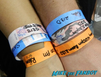 autograph wristbands at wondercon 2013 cosplay costumes convention floor rare 024