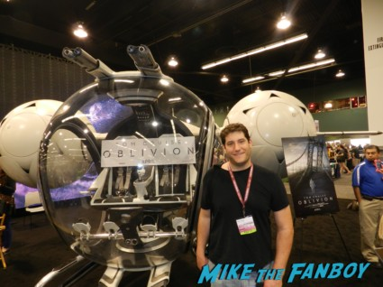 Tom Cruise prop ship on display at wondercon 2013 cosplay costumes convention floor rare 049