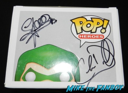 pop toys green arrow figure signed autograph stephen amell rare wondercon 2013 cosplay costumes convention floor rare 063