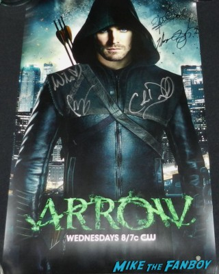 arrow cast autograph poster rare promo pop toys green arrow figure signed autograph stephen amell rare wondercon 2013 cosplay costumes convention floor rare 063 wondercon 2013 cosplay costumes convention floor rare 074