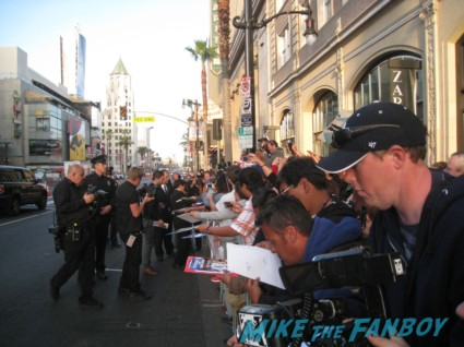 ken jeong signing autographs at the pain and gain movie premiere with marky mark wahlberg signed autograph rare promo hot