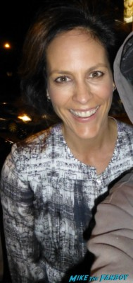 Annabeth Gish fan photo signing autographs for fans