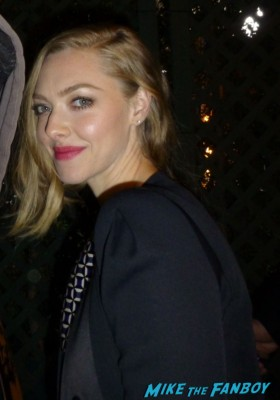Amanda Seyfried fan photo signing autographs for fans