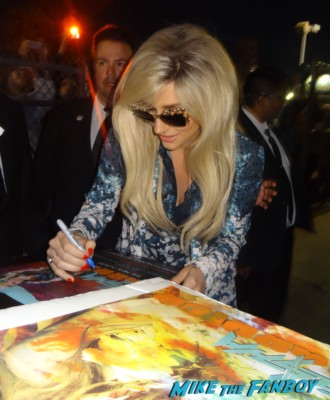 Ke$ha signing autographs for fans rare promo Ke$ha kesha signed autograph promo mini warrior poster signing autographs kesha hot sexy rare fan photo 030