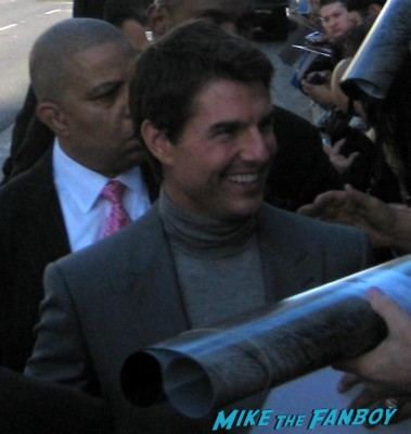 tom cruise signing autographs for fans Oblivion Movie Premiere red carpet promo! Tom Cruise! Morgan Freeman! Joseph Kosinski! Coolness!
