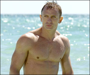 Daniel craig shirtless hot sexy rare 007 Casino Royale rare promo hot james bond