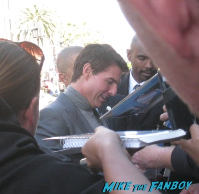tom cruise signing autographs at Oblivion Movie Premiere red carpet tom cruise prop ship Photo Gallery Preview! Tom Cruise! Morgan Freeman! Autographs! Photos! And More!