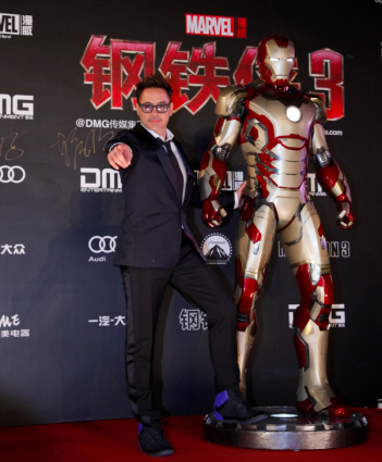 Robert Downry Jr. Iron Man 3 press premiere china rare signing autographs for fans rare