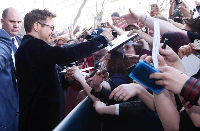 robert downey jr. signing autographs for fans at the  Iron Man 3 world premiere Paris France rare red carpet photo iron man tony stark