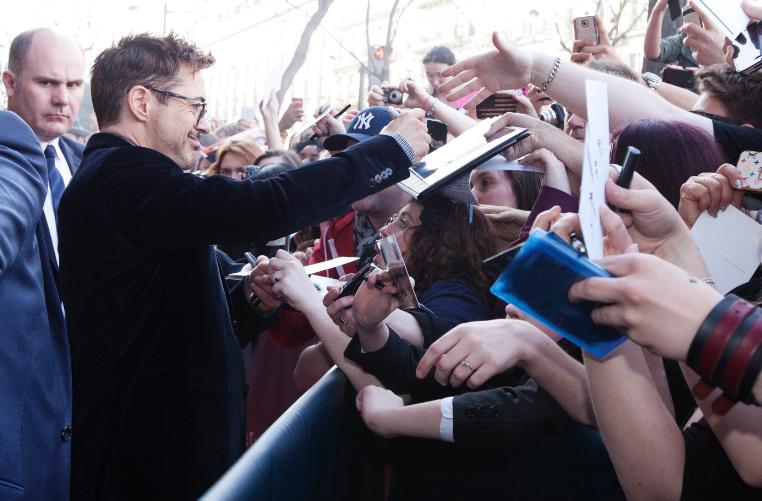 robert downey jr. signing autographs for fans at the  Iron Man 3 world premiere Paris France rare red carpet photo iron man tony stark