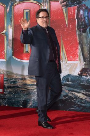 jon favreau on the red carpet at the iron man 3 world movie premiere hot sexy tony stark pepper potts