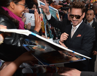 robert downey jr signing autographs at  the red carpet at the iron man 3 world movie premiere hot sexy tony stark pepper potts