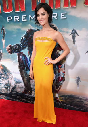 jamie alexander on the red carpet at the iron man 3 world movie premiere hot sexy tony stark pepper potts