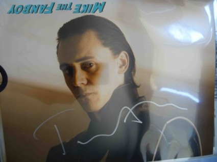 tom hiddleston signed autograph loki phot Then finally Tom Hiddleston arrives. If it wasn't for Levi, this guy would probably have won the award for most autographs signed. He too went all the way down the line, signing for everyone and taking pictures.
