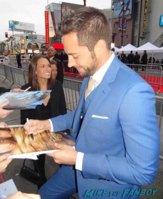 zachary levi signing autographs at the Iron Man 3 world movie premiere el capitan theater rare robert downey jr. rare promo
