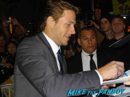luke bracey signing autographs at the  g.i. joe retaliation movie premiere report red carpet rare promo bruce willis red carpet the rock