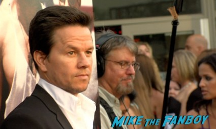 sexy mark wahlberg on the red carpet at the pain and gain movie premiere miami mark wahlberg hot sexy signing autographs (5)
