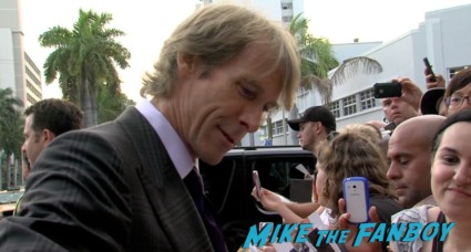 michael bay signing autographs for fans at the pain and gain movie premiere miami mark wahlberg hot sexy signing autographs (18)