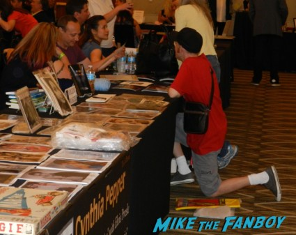 scotty talking to keith coogan at the hollywood show patricia quinn nell campbell signing autographs for fans 013