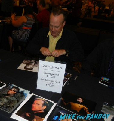 dwight schultz signing autographs hollywood show patricia quinn nell campbell signing autographs for fans 015