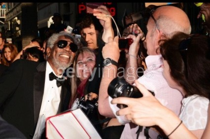 morgan freeman signing autographs and taking photos with fans at the oblivion movie premiere