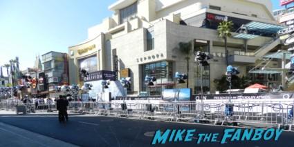 Oblivion Movie Premiere red carpet Tom Cruise! Morgan Freeman! Nikolaj Coster-Waldau! Joseph Kosinski! Autographs! Photos! 1990's Awesomeness! tom cruise signing autographs oblivion world movie premiere 001