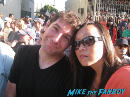 mike the fanboy and karalee at star trek into darkness movie premiere signing autographs chris 017