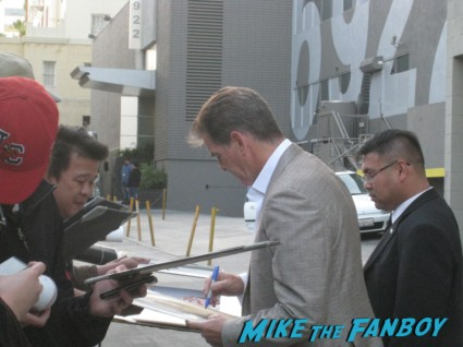 pierce Brosnan signing autographs for fans at jimmy kimmel live signature autograph mars attacks 007 rare promo