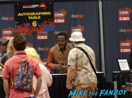 chad coleman tyreese  from the walking dead at the Chicago Comic and entertainment expo c2e2 banner logo rare